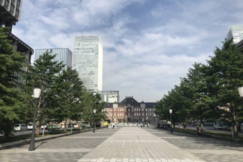 東京駅新丸ビル前