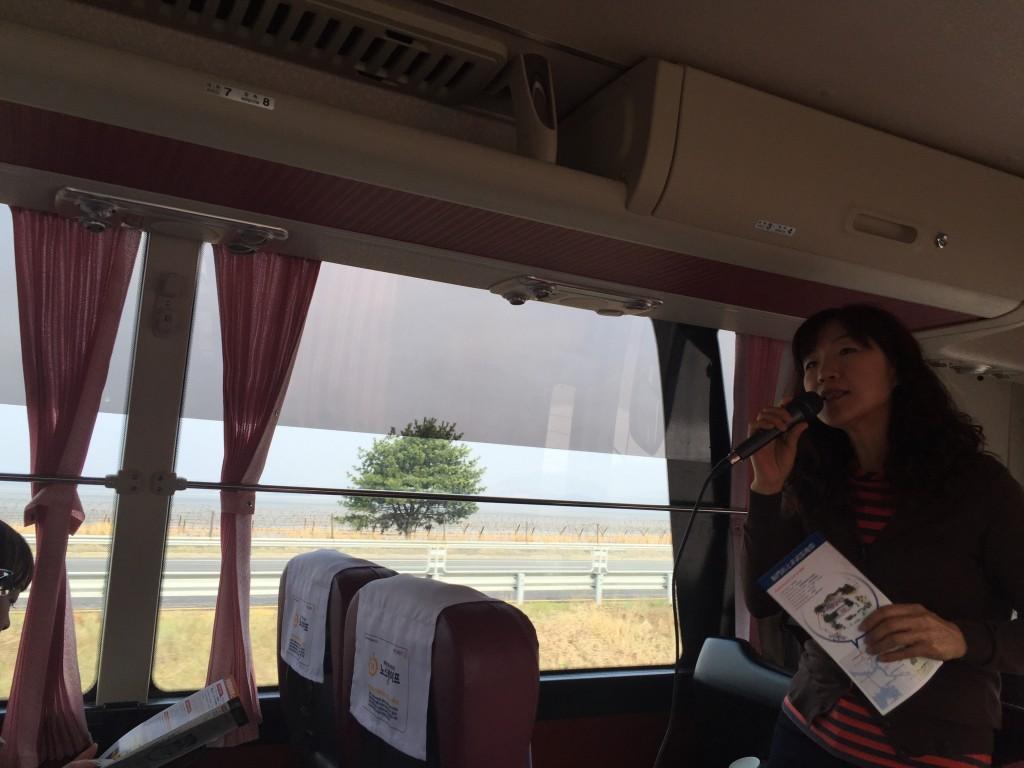 韓国のバスガイド